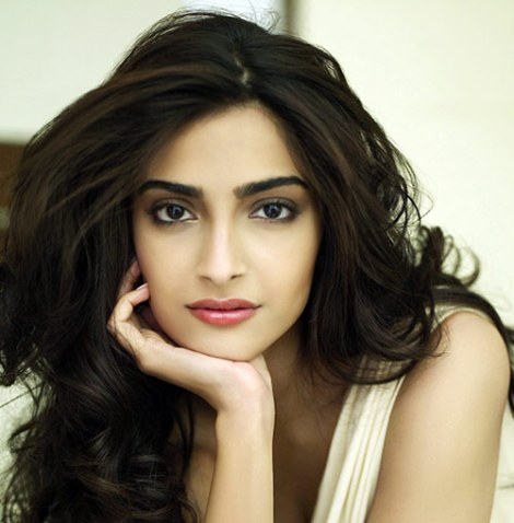 Hot Sonam kapoor images