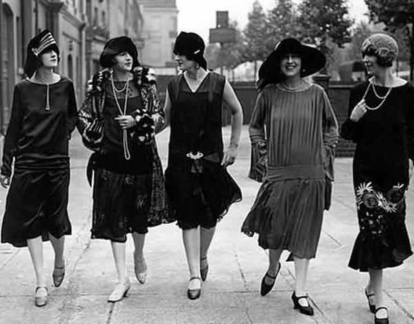 40ff8b88a470 Sans elles, il n y aurait pas de parisiennes en jean et chemise d homme. La  Parisienne des années folles a ouvert la voie à la femme moderne  d aujourd hui.