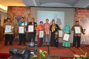 Penyerahan Sertifikat Dan Piala Posmo Award 2015