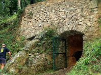 Una de les boques de la cambra de combustió del Fornot de Puigdomènec