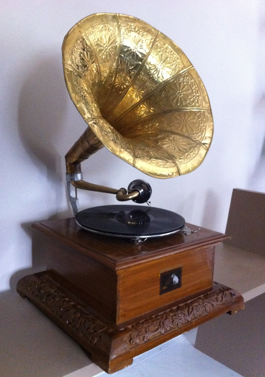 HMV gramophone | A classic wind-up gramophone of the 1930's … | Flickr