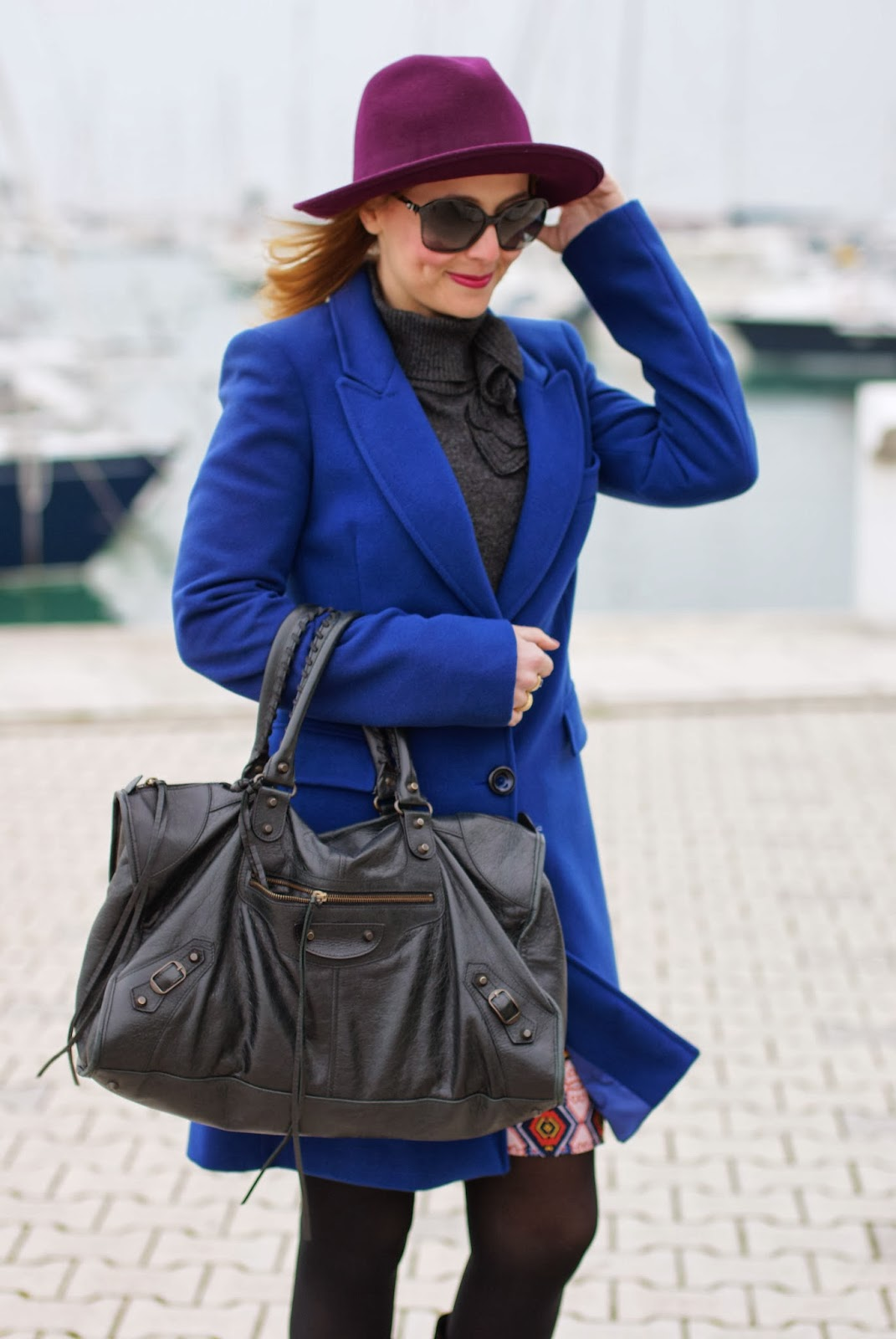 Paola Frani cappotto, cobalt blue coat, Balenciaga work bag, Fashion and Cookies, fashion blogger