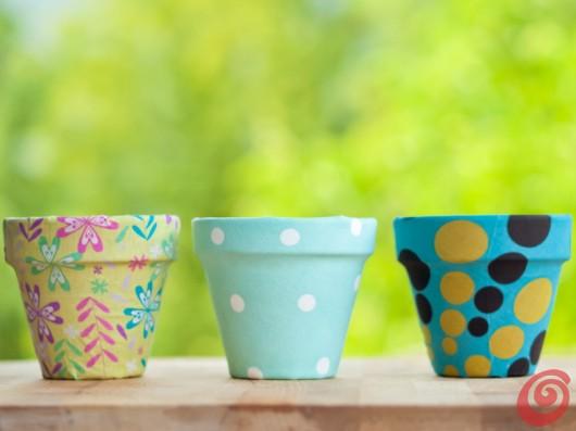 vasi terracotta decorazioni fai da te : Li trovo deliziosi questi vasi rivestiti con carta o decorati con la ...