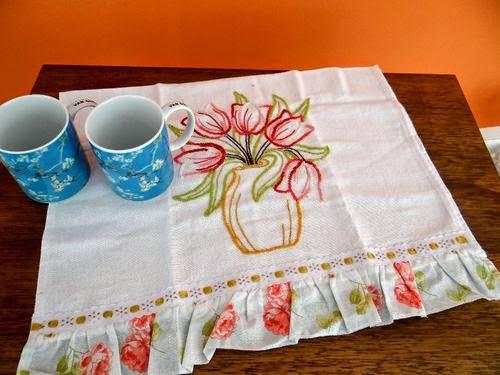 http://www.circulo.com.br/pt/receitas/decoracao/pano-de-prato-tulipa