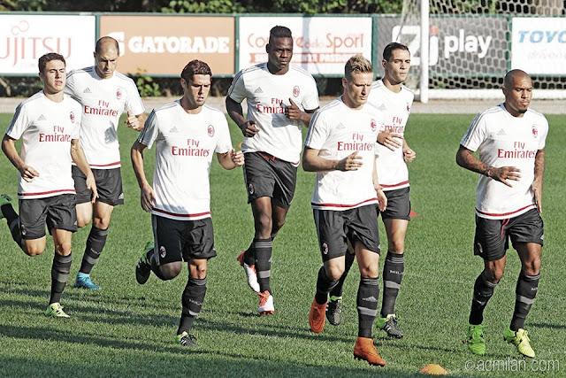 Mario Balotelli poderá fazer sua estreia no jogo contra o Empoli neste sábado (Foto: Divulgação/Milan)