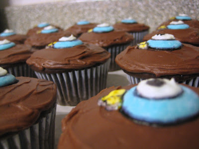 Mo Willems' The Pigeon Cupcakes - Close Up 2