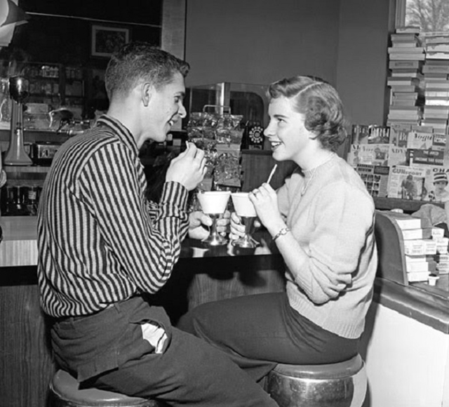 dating advice in the 1950s Can't get a date follow these simple rules and someone will probably slap you for being an old-fashioned misogynist.