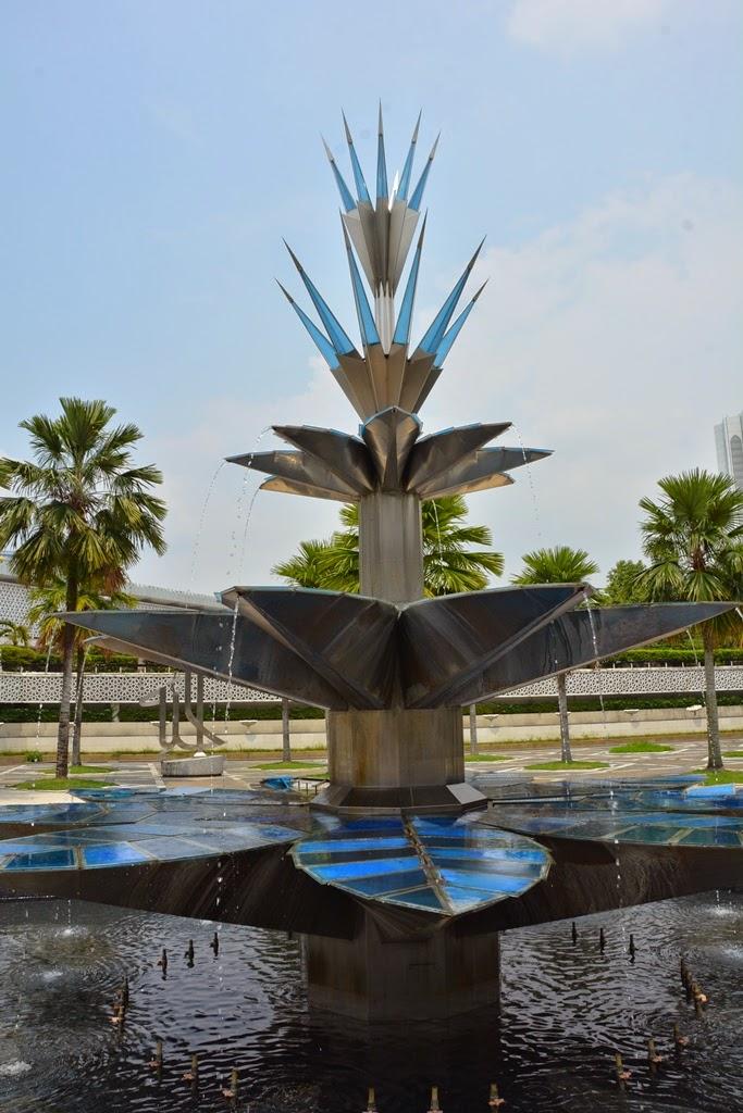 National Mosque Kuala Lumpur fountain