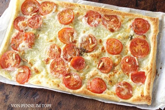 penne im topf schnelle bl tterteig tomaten mozzarella tarte. Black Bedroom Furniture Sets. Home Design Ideas
