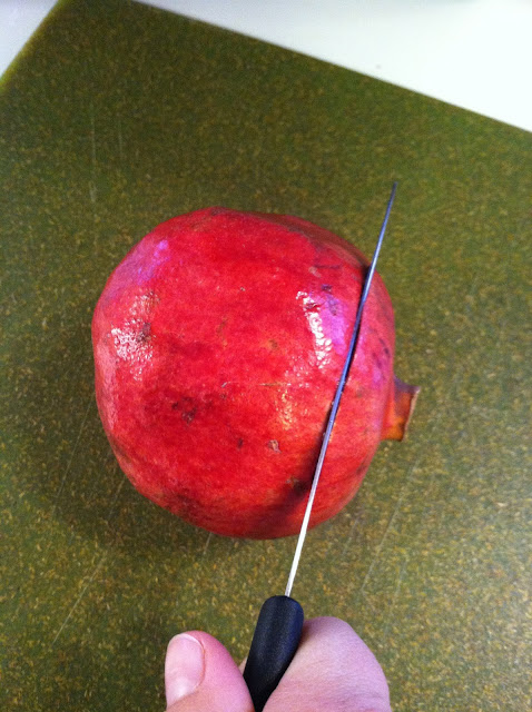 how to cut open and eat a pomegranate