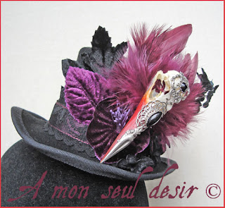 Chapeau bijou crâne oiseau vanité vanités gothique gothic taxidermie curiosité anatomie bizarre taxidermy anatomy curiosity bird skull hat goth gothik vanity still life