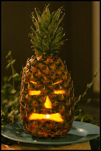 No bad tides carving it up for halloween for Pineapple carving designs