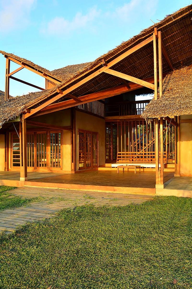 Maison Moderne avec Toit en Paille à Madagascar
