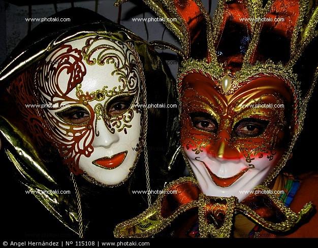Que ponen primero a la persona la máscara o skrab
