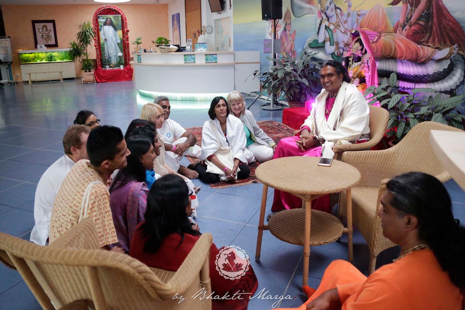 vishnu sahashranam Asya shree vishno divya sahasranama sthotra maha -mantrasya, shree vedavyaso bhagavan rishih, ansthup -chandah shree maha vishnuh paramatma shree mannarayanoo devata, amritam -shoodbhavo bhanuriti beejam, devakee nandana srasthe tih shakthi.