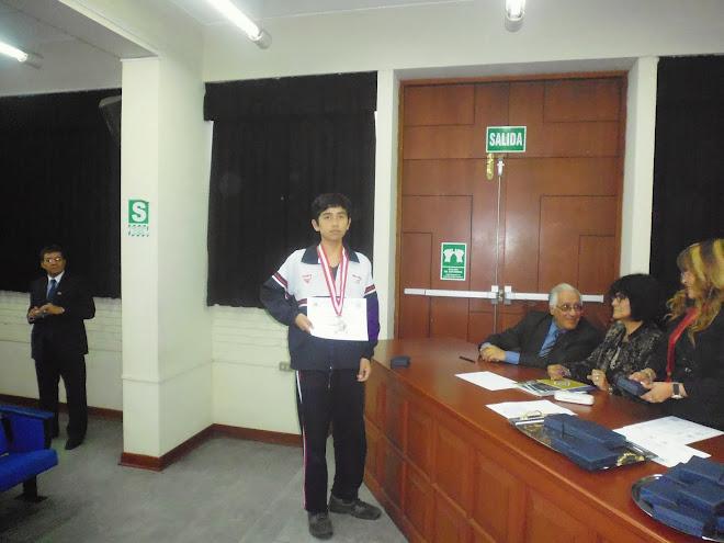 MEDALLA DE PLATA Y NUEVO SUBCAMPEON NACIONAL  DE LA VIII OLIMPIADA PERUANA DE BIOLOGIA O.P.B. 2013.