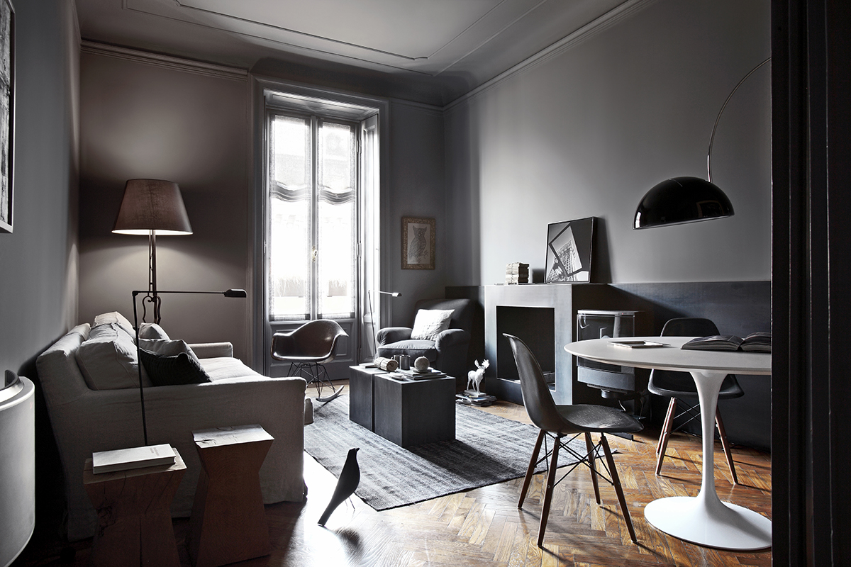 Q en bleu inspiring dark interiors - Decoration salon gris ...