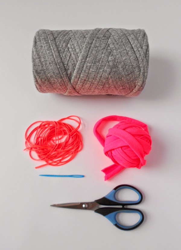 t-shirt yarn how to cut from piece of fabric