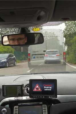 Tecnología de luz de frenado de Ford en largas distancias