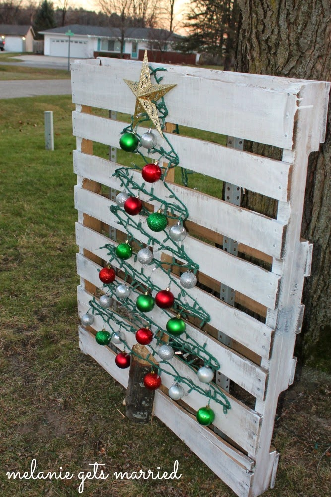 making it in the mitten wood pallet christmas tree - Wood Pallet Christmas Tree