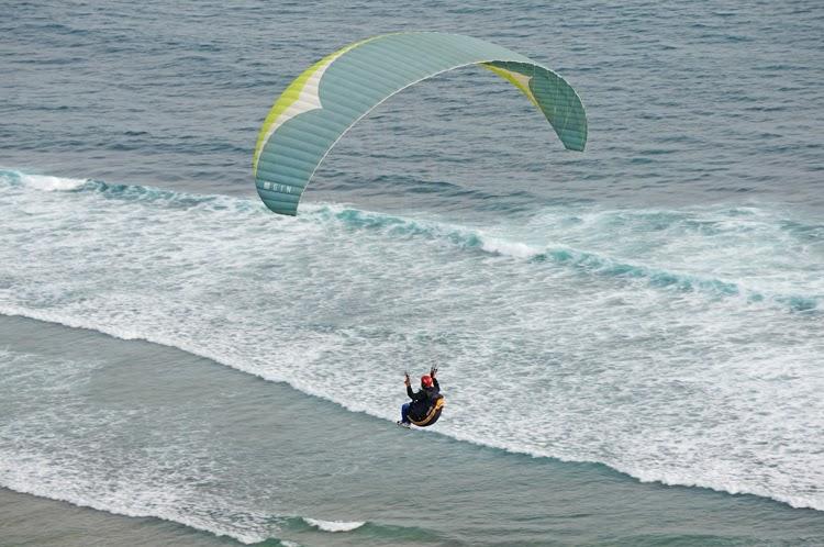 Paraplan Paraplanner Bali Indonesia paraglider