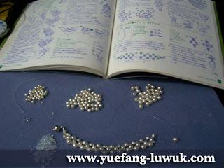 simple_white_swarovski_pearl_necklace_beading_proccess