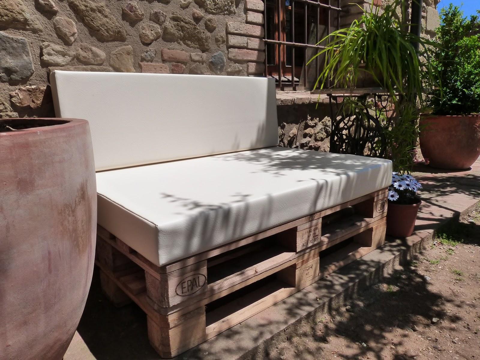 Chill outs y muebles con palets for Sillones para exteriores precios