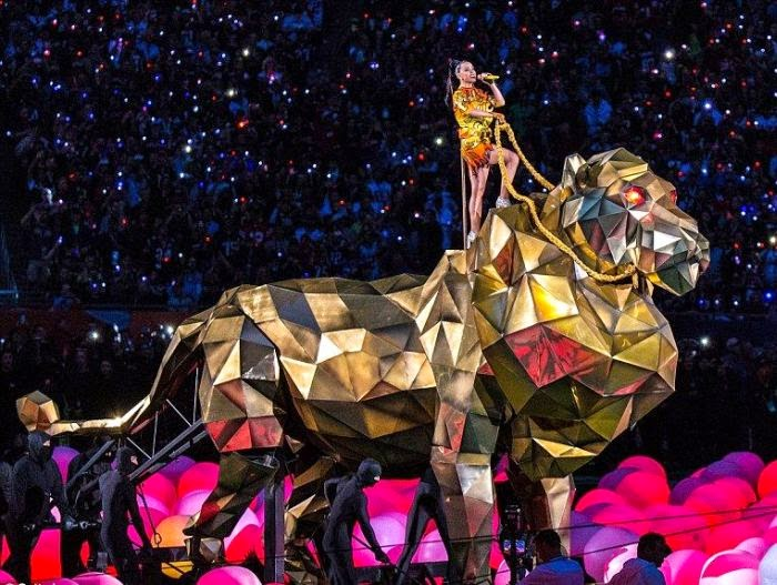 In another energetic show, the 30-year-old performed so briefly up on a giant gold of tiger.
