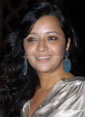 Reema sen latest sexy look photos