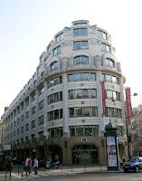 l 39 architecture parisienne des ann es 1920 1940 l 39 art d co et le mouvement moderne place de. Black Bedroom Furniture Sets. Home Design Ideas