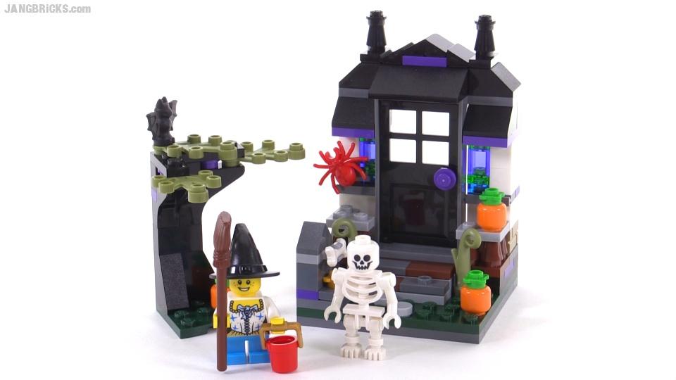 LEGO Halloween seasonal Trick or Treat set! 40122