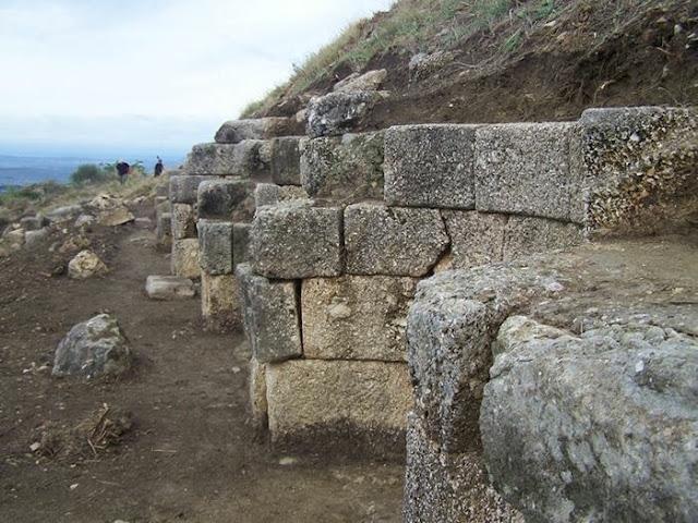 Dimali, Qyteti ilir në afërsi të Parthinëve