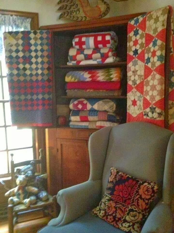 Sew kind of wonderful tuesday tips displaying quilts for Quilt room design ideas