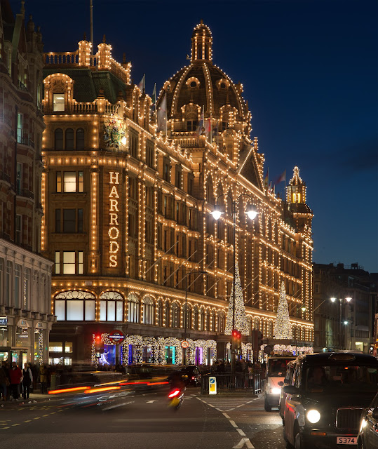 London's iconic Harrods glistens with the warmth of Christmas. Photo: WikiMedia.org.