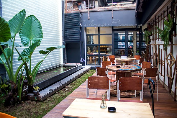 The back porch of LIN Artisan Ice Cream's outlet with pond and mini garden creates a relaxing mood