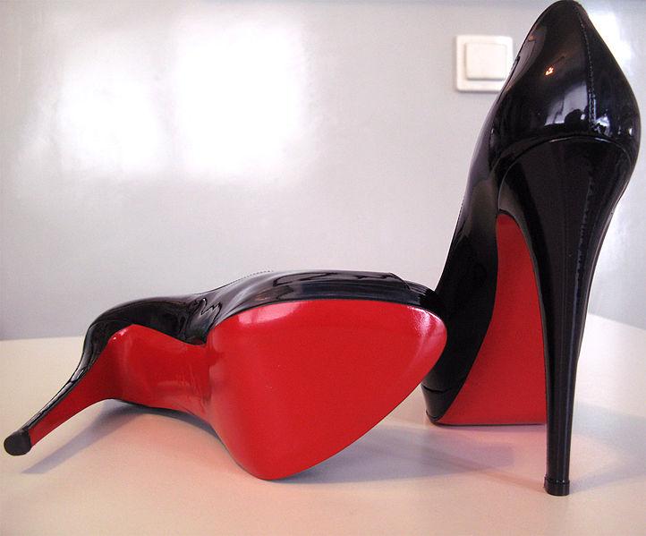 Resultado de imagem para solado vermelho scarpin preto