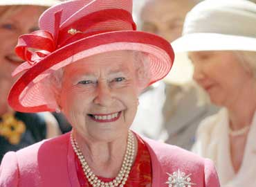 Reina Isabel II de Inglaterra con bella sonrisa