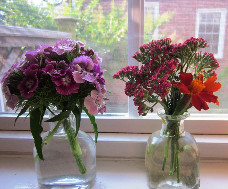 SmallButCharming: Flowers In The House Summer Style