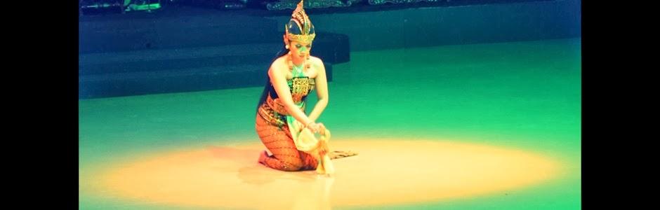 Dewi Sinta adalah putri Prabu Janaka, raja negara Mantili atau Mitila (Mahabharata) dalam The Epic Story of Ramayana