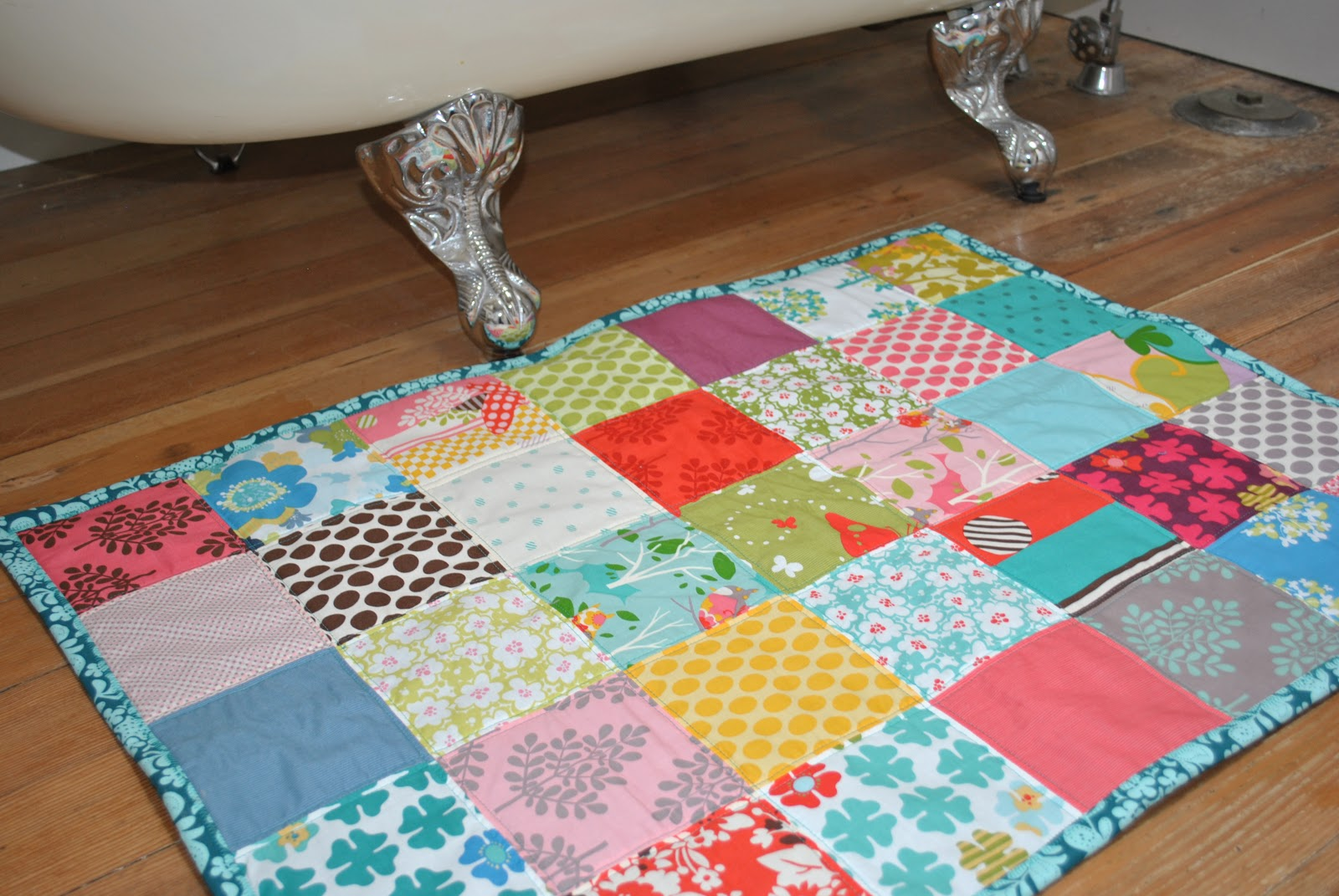 The girl who quilts quilted bathmats - Alfombras de patchwork ...