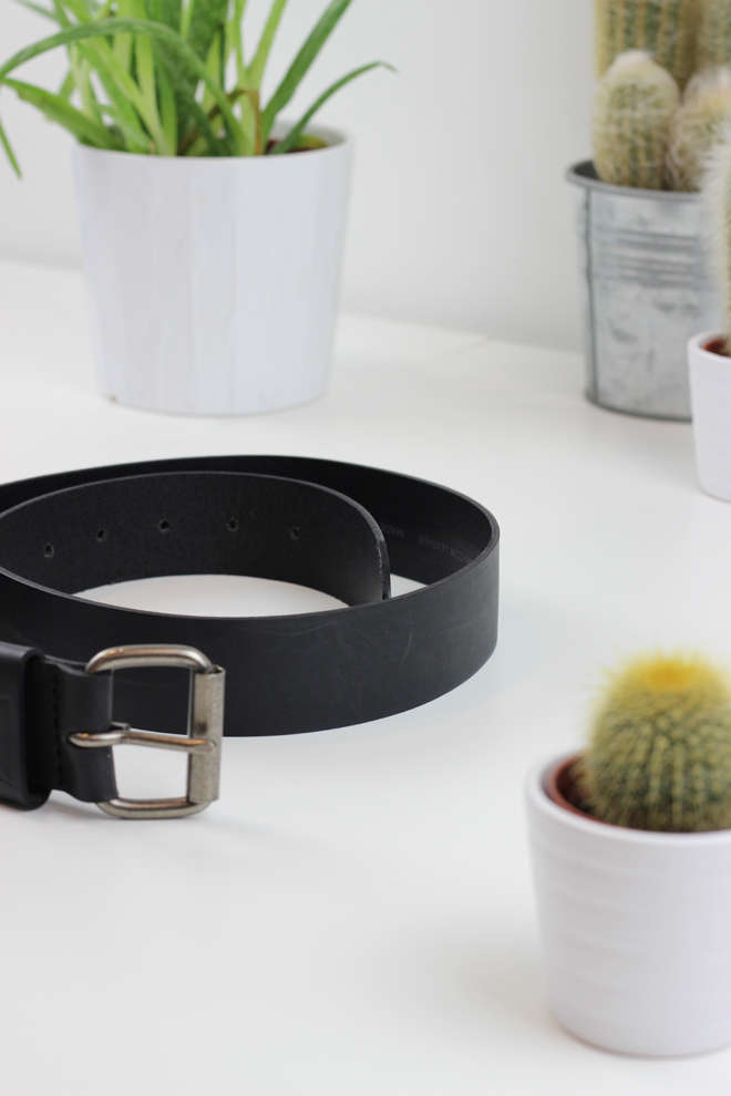 McArthur Glen Christmas Gift Ideas for Him  -  Levis Leather Black Belt