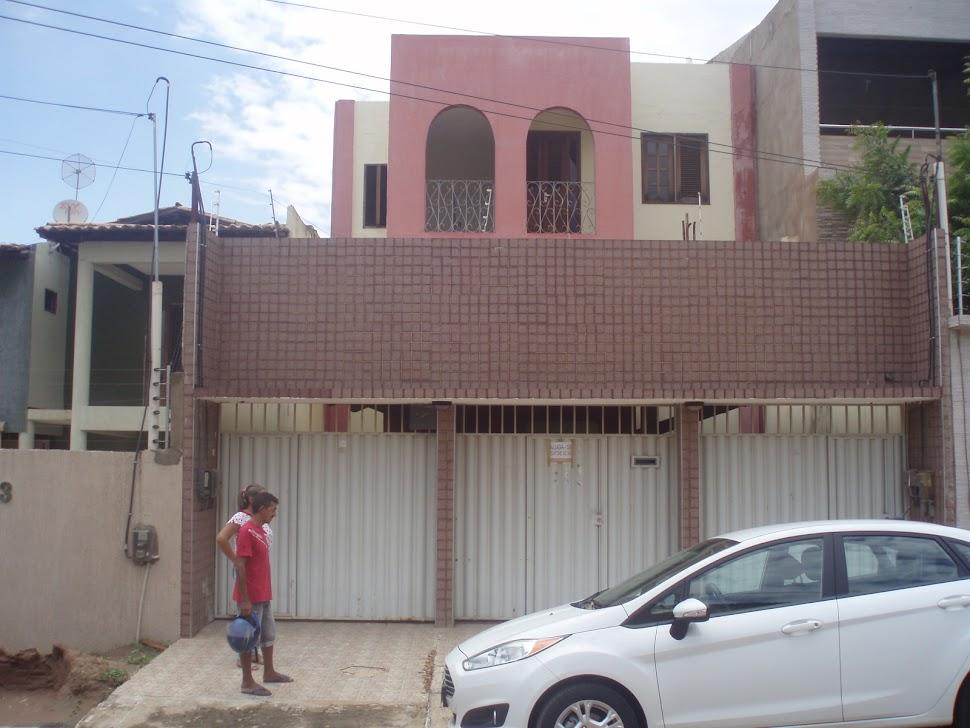 Aluga-se apartamento na rua Dr. Nilson monteiro conjunto santa Lúzia Crato... Telefone 3523-3666...