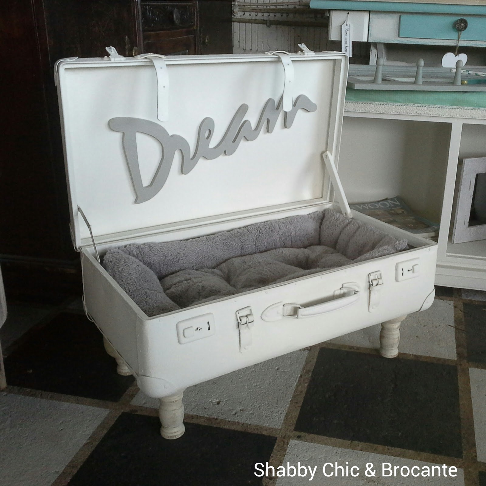 shabby chic brocante. Black Bedroom Furniture Sets. Home Design Ideas