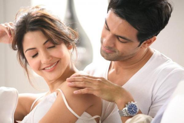 Anushka Sharma Shoulders Nivea Ad -  Anushka Sharma Nivea Ad Hot Pics