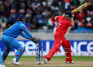 Ian-Bell-stumped-by-MS-Dhoni-India-vs-England-Champions-Trophy-2013
