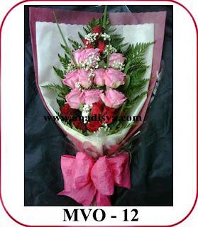 hand bouquet bunga mawar