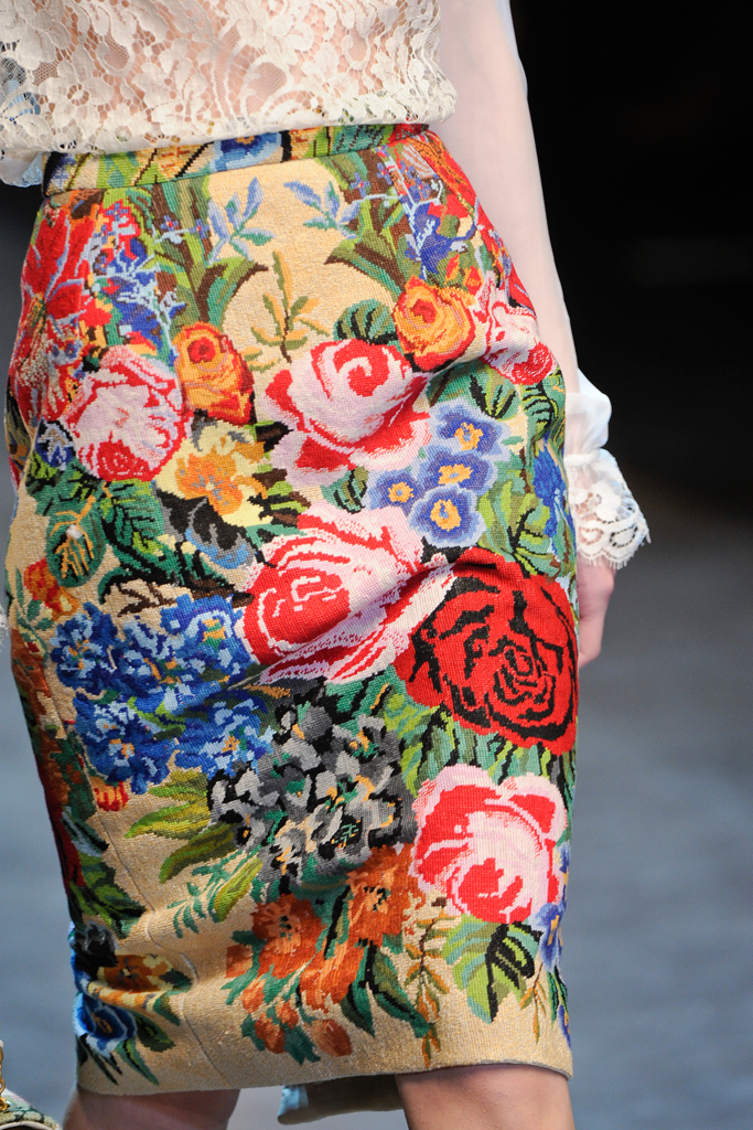 http://3.bp.blogspot.com/-KSIA4In2Usc/T15DEvwx5ZI/AAAAAAAAL2E/zK4HO8s2u6k/s1600/Dolce+&+Gabbana+Fall+2012+%D0%B2%D1%8B%D1%8805.jpg