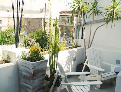 biało zielony balkon