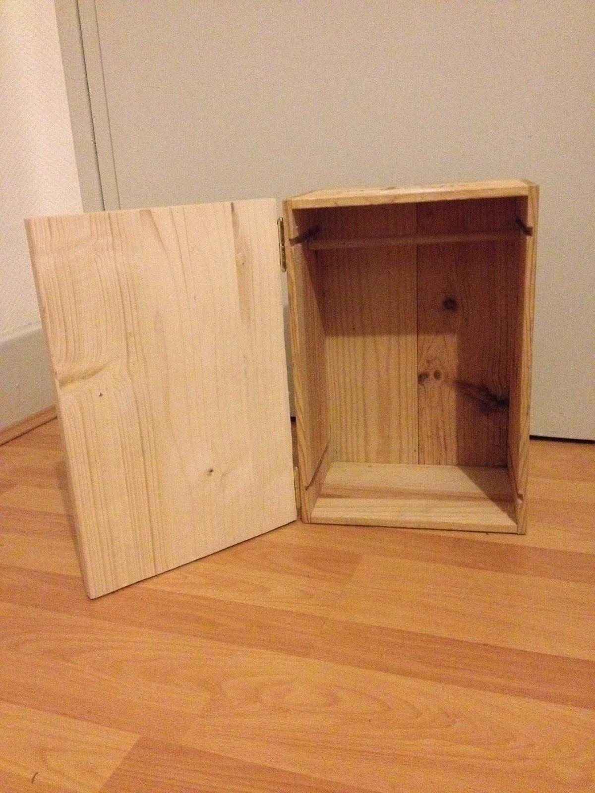 les diy de fishounette armoire pour poup e. Black Bedroom Furniture Sets. Home Design Ideas