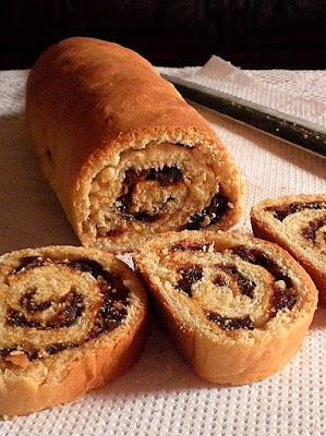 Fruit & Nut Bread Recipe @ treatntrick.blogspot.com